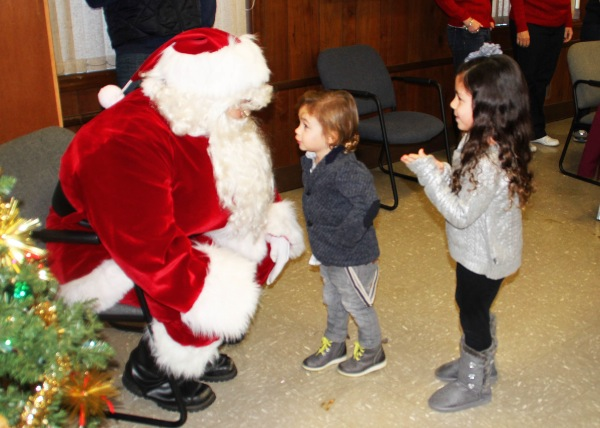 Over 100 Kids Visit Santa at Oakhurst Fire House