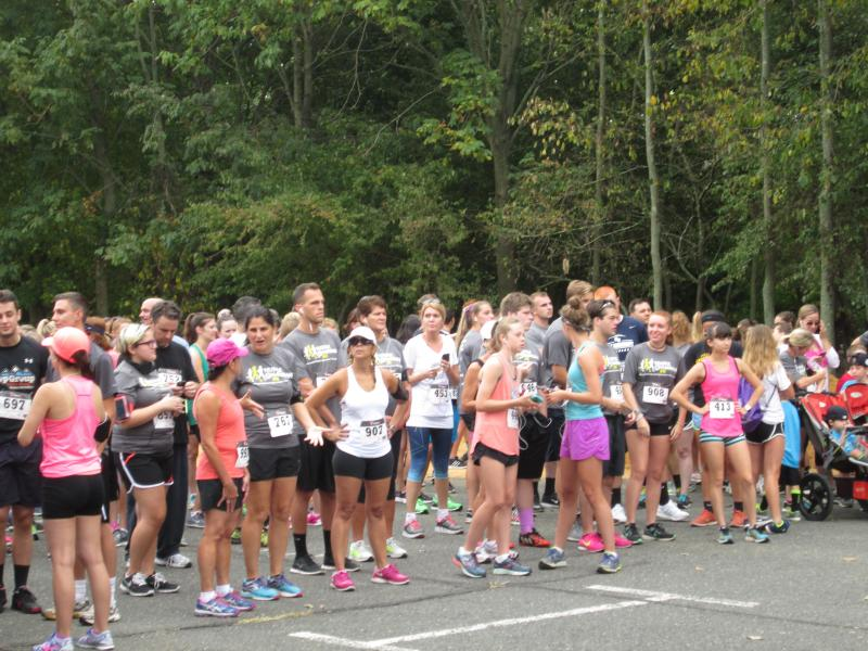 Hundreds Of Runners 'Hustle For Hannah'