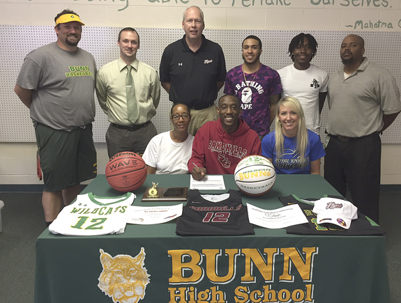 Davis to play for Sandhills