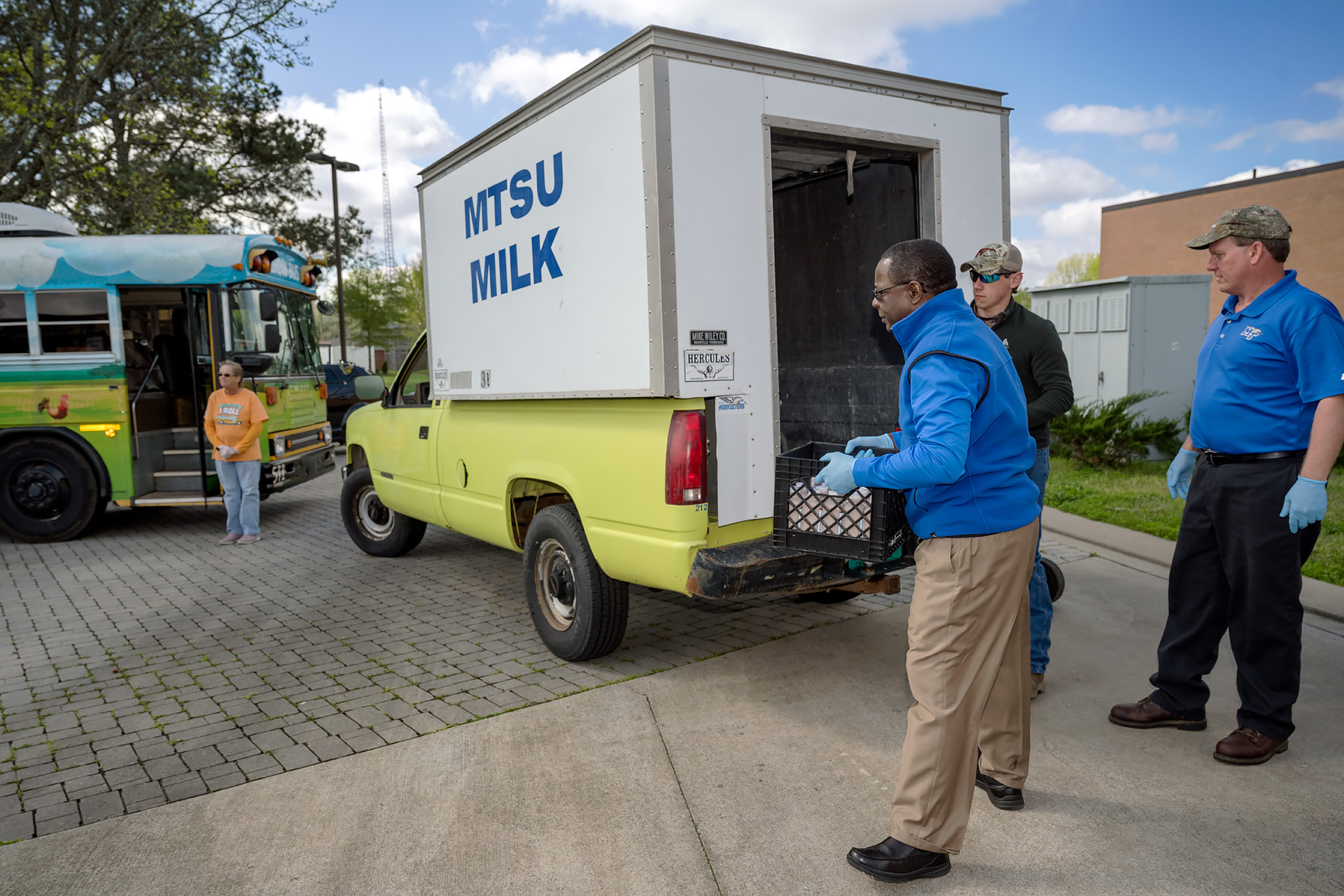 MTSU donates, delivers bottled milk for Hobgood Elementary's CHOW Bus