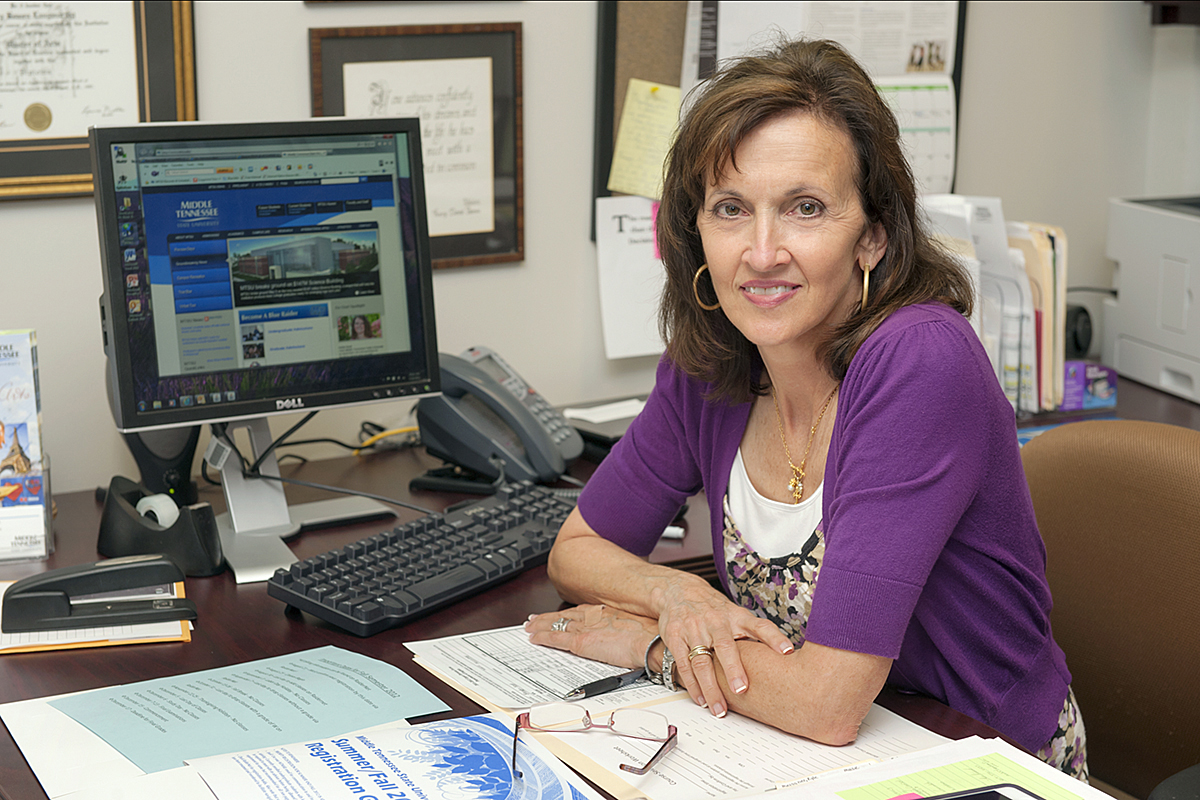 MTSU advising manager's 'above and beyond' work leads to regional award
