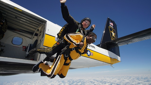 MTSU president, retired general parachute with Army Golden Knights