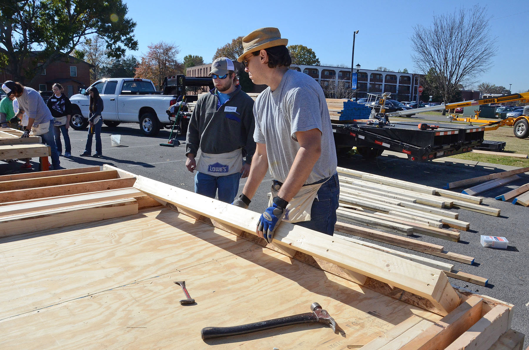 MTSU students, volunteers hammer home altruism with Habitat panel build