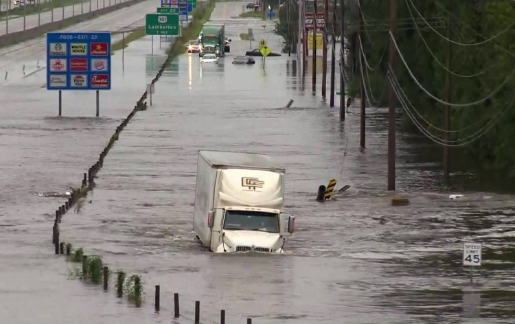 Murfreesboro Electric Crews helping poverty stricken area where flooding is worse