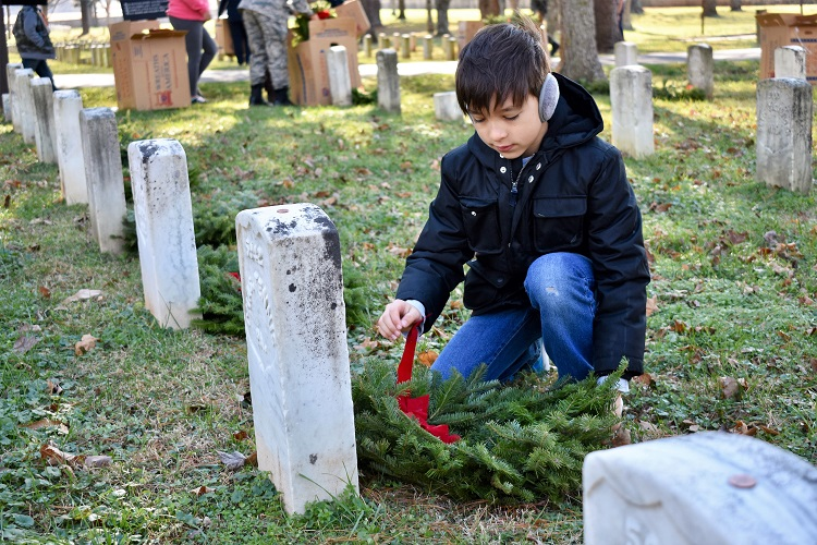 7,200 Wreaths Needed for 7,200 Graves
