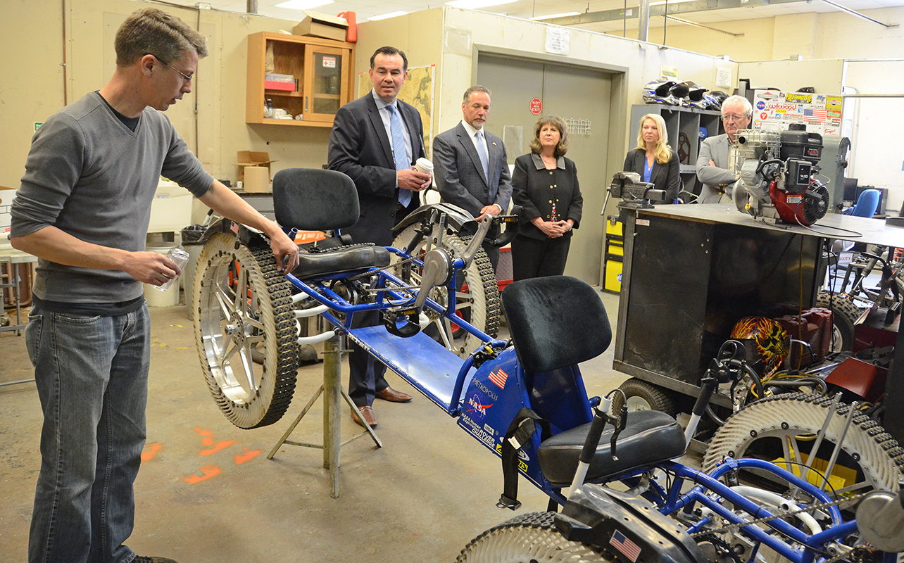 Siemens officials tour MTSU mechatronics, engineering facilities
