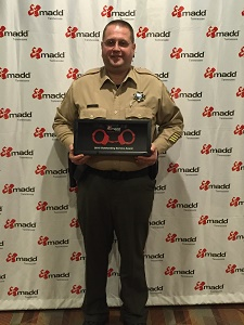 SRO Jason Urban receives the MADD award