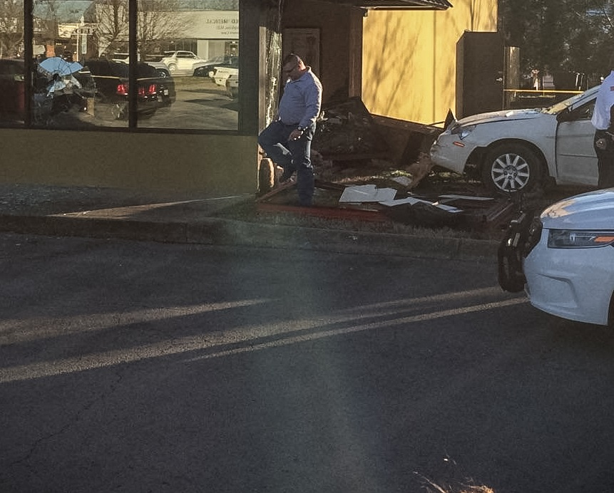 Driver Crashes into Stanlick Chiropractic in Murfreesboro