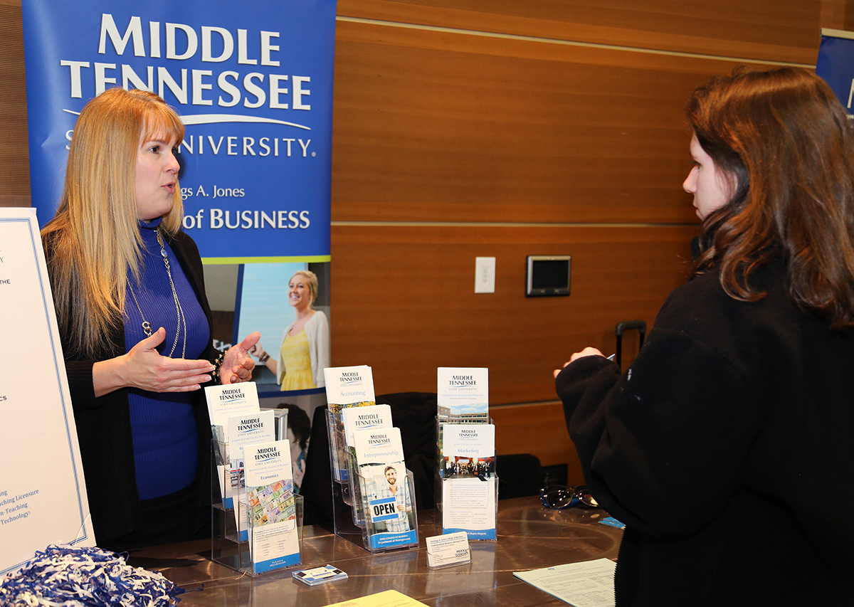 MTSU Honors College courts top  prospects during open house