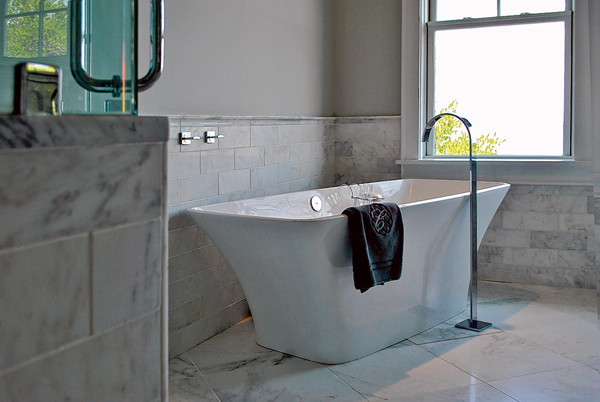 Stylish free-standing tubs are a hot trend going into 2016. PHOTO COURTESY DISTINCTIVE GRANITE AND MARBLE