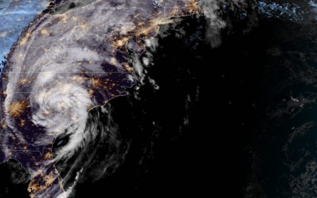 Michael se degrada a tormenta tropical y deja dos muertos