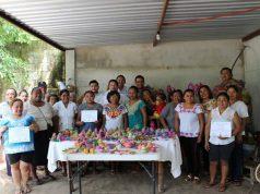 En Bécal, Calkiní supervisan curso de artesanías de palma