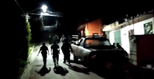 POLICÍAS DETIENEN RIÑA EN SAMULÁ