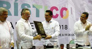 """Entregan """"Mérito Turístico 2018"""" a empresario carmelita"""