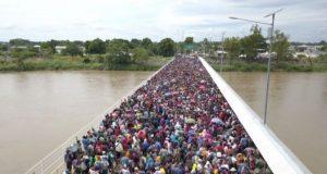 Reprueban 'grupo de choque' contra migrantes