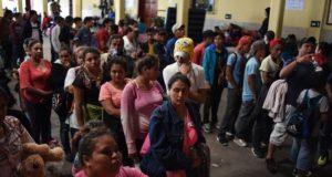 Abre México la frontera; entran mujeres y niños hondureños