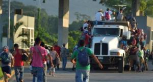Detienen a 134 migrantes de la caravana en Pijijiapan, Chiapas