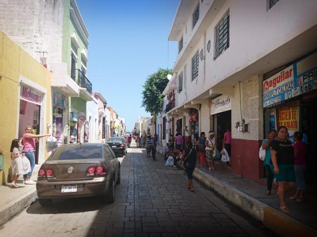 Comerciantes reportan bajas ventas en el Centro Histórico de la ciudad
