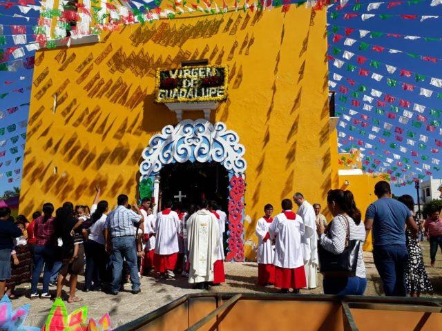 Cientos de feligreses arriban el santuario de Guadalupe