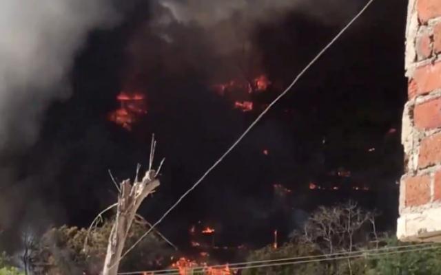 Video: Niños jugaban con cohetes y queman 50 casas