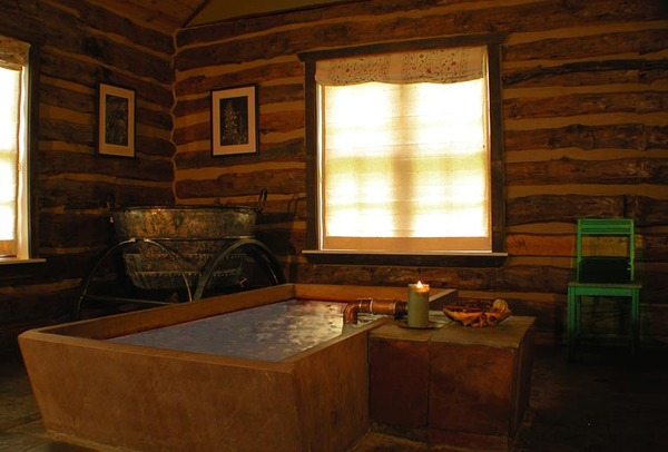 Cabin with Stained Concrete Tub and Copper Pipe