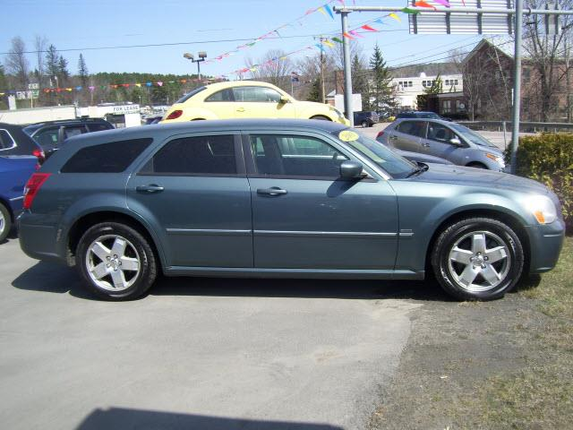 Photo of 2005 Dodge Magnum