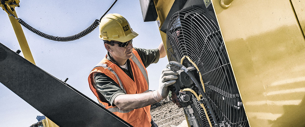 Worker-staying-safe-in-summer-heat