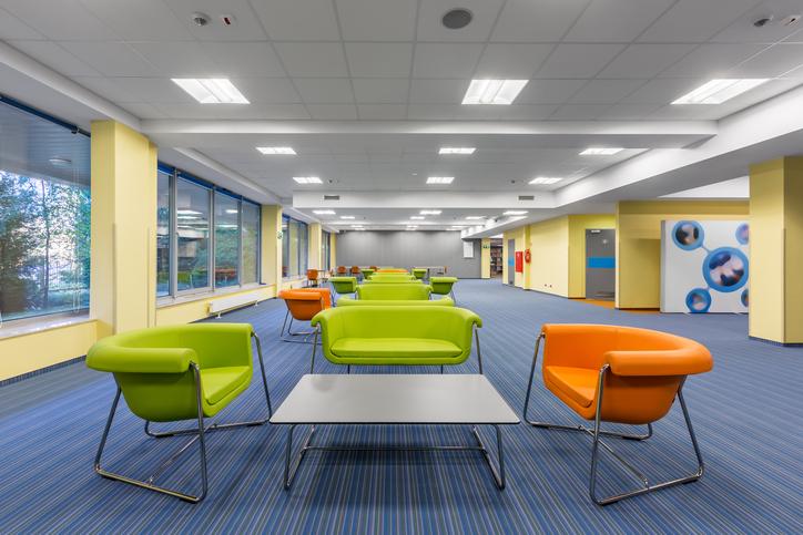 Come progettare il comfort visivo di un edificio per uffici teknoring