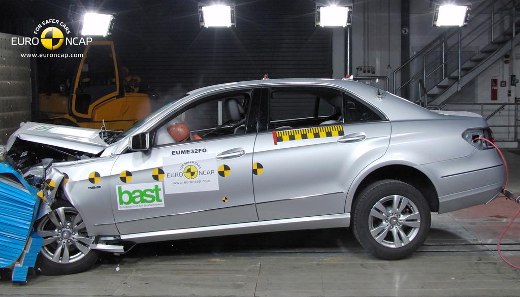 Mercedes benz e class jul 2009 jun 2016 crash test for Mercedes benz safety rating