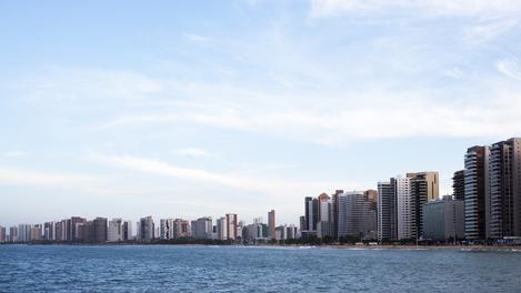 Fortaleza: marzão e prédios