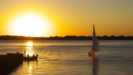 Pôr do sol no Guaíba...