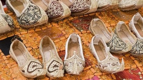 Sapatos típicos que você pode comprar em um souk