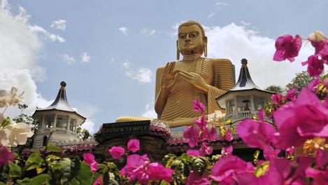 Buddha Dourado em Dambulla, Sri Lanka.