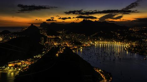 Vista da cidade à noite