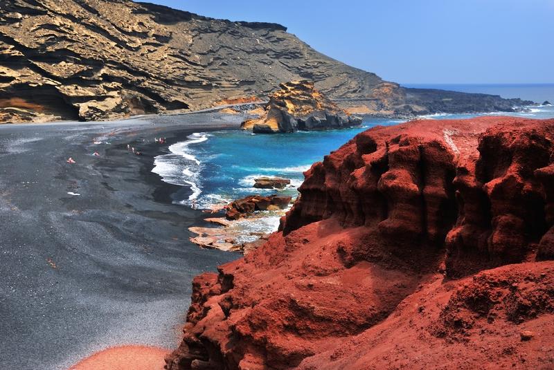 Formações de pedras calcárias próximas à praia de El Golfo, em Lanzarote