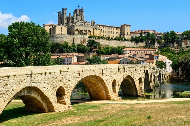 Acima do Rio Orb, em Béziers, fica a catedral fortificada de Saint-Nazaire, datada do século 13