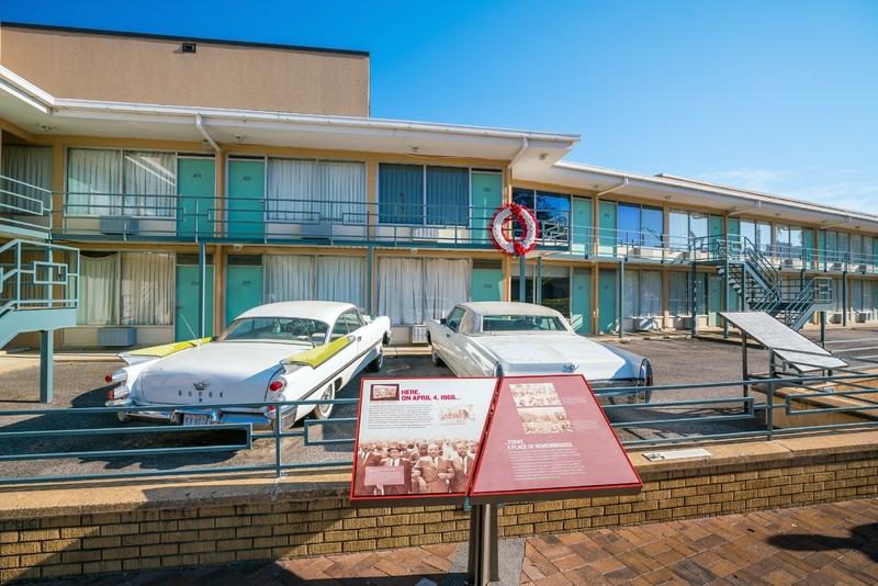 O Museu Nacional de Direitos Civis em Atlanta, que foi construído ao redor do antigo Motel Lorraine, onde Martin Luther King Jr. foi assassinado