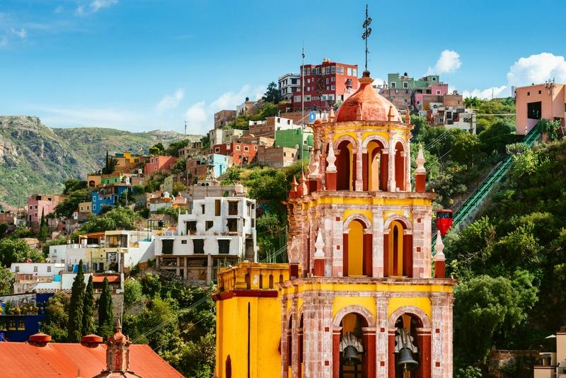 Fundada como uma cidade de extração de prata pelos espanhóis no século 16, as coloridas construções montanhosas de Guanajuato são hoje um patrimônio cultural da Unesco