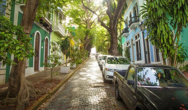 Na Velha San Juan, as ruas arborizadas de paralelepípedos da era colonial são encantadoras para quem gosta de um bom passeio.