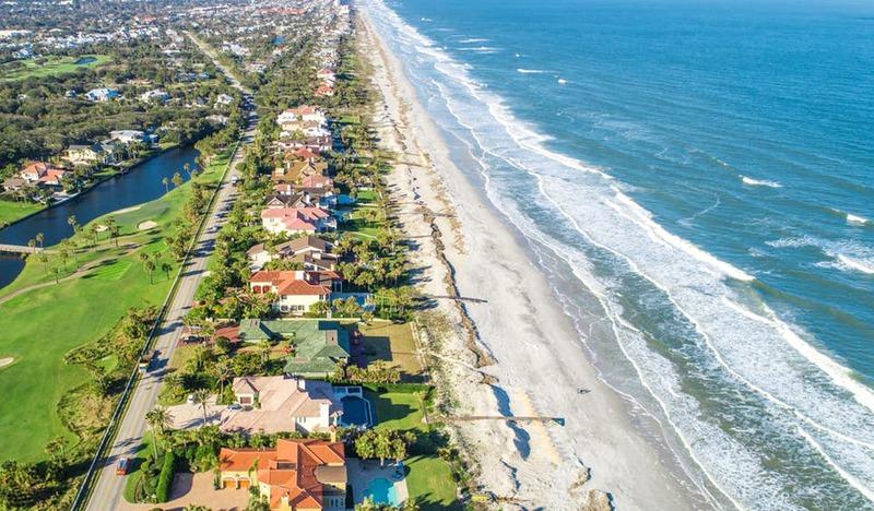 Vista panorâmica do abundante litoral de Jacksonville