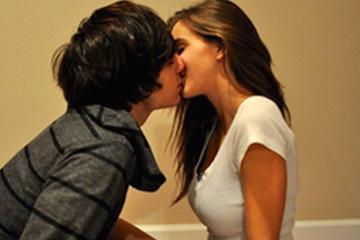 kiss.jpg (1)