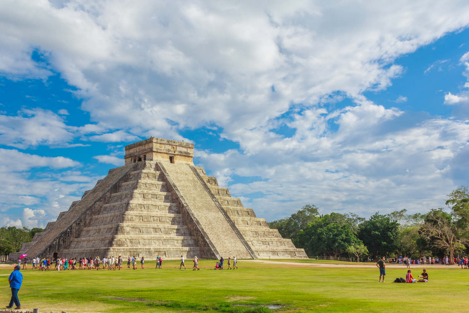 mexico-chichen-itza-archaeological-site-el-castillo-pyramid