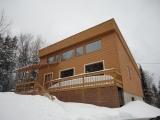 Belle propriété dans un site exceptionnel et très intime sur un terrain boisé de+164330pc,sans voisin