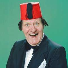 Tommy Cooper Dies on Stage