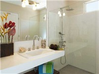 Bathrooms w/ large showers & lots of counter space