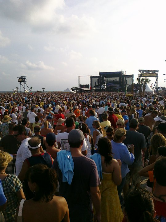 Jimmy Buffet's free concert for the Gulf Coast draws 35,000 fans