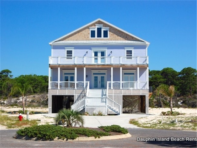"The ""Purple Parrot"" is the ultimate beach house!"
