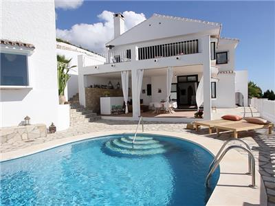 Beautiful holiday home with private pool and magnificent sea views