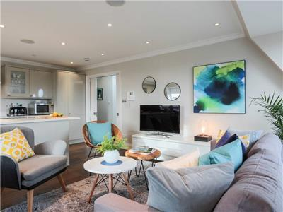 Clapham South - 3 Bedroom Penthouse Flat with Roof Terrace
