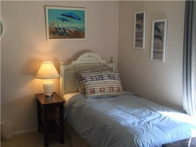 Guest bedroom with twin bed